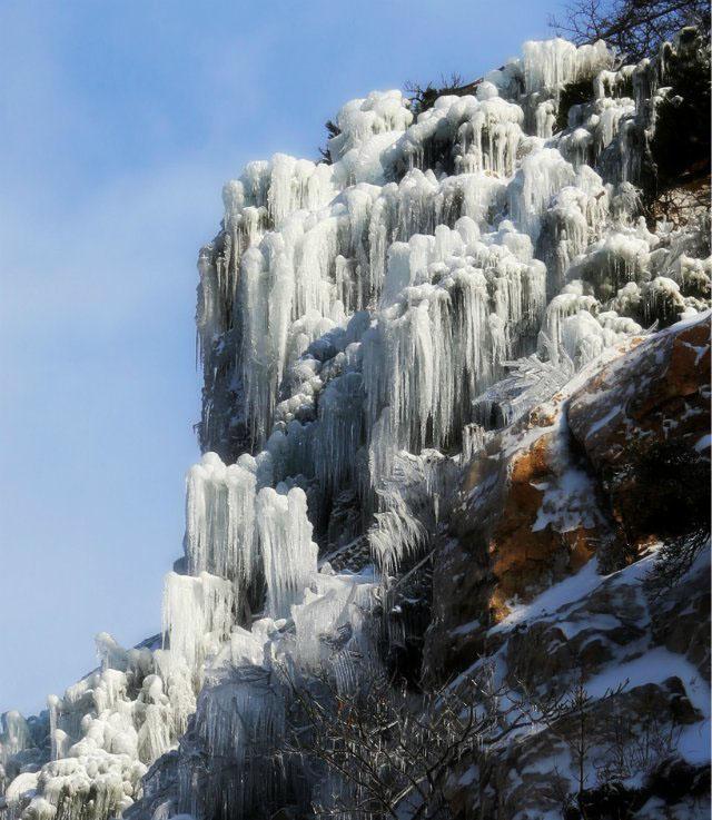 青岛茶山的冰瀑布